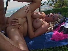Blondie steht auf intensive Outdoor Analficks